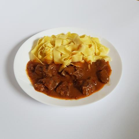 Beef goulash and pasta- free picture for wallpaper
