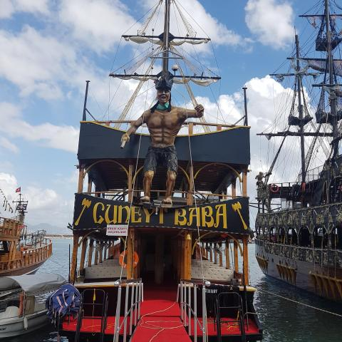 Wooden pirate ship in port - free photos download