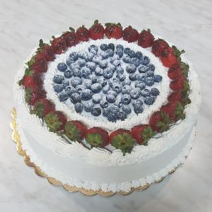Free photo - Blueberry and strawberry cake